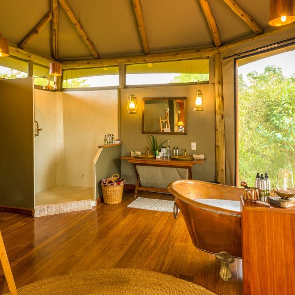 The en-suite bathrooms come with a brass tub, vanity, spacious shower, and plenty of space to move around