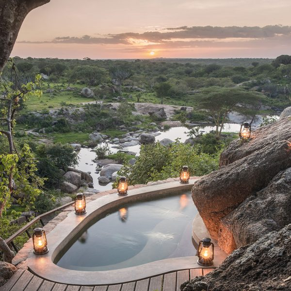 The jacuzzi at Mwiba Lodge built into the side of the rocks