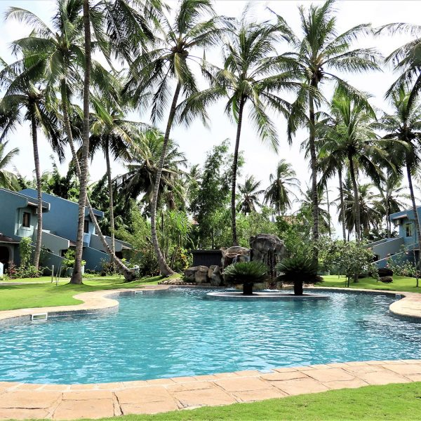The large pool and exterior of the rooms at omali Lodge